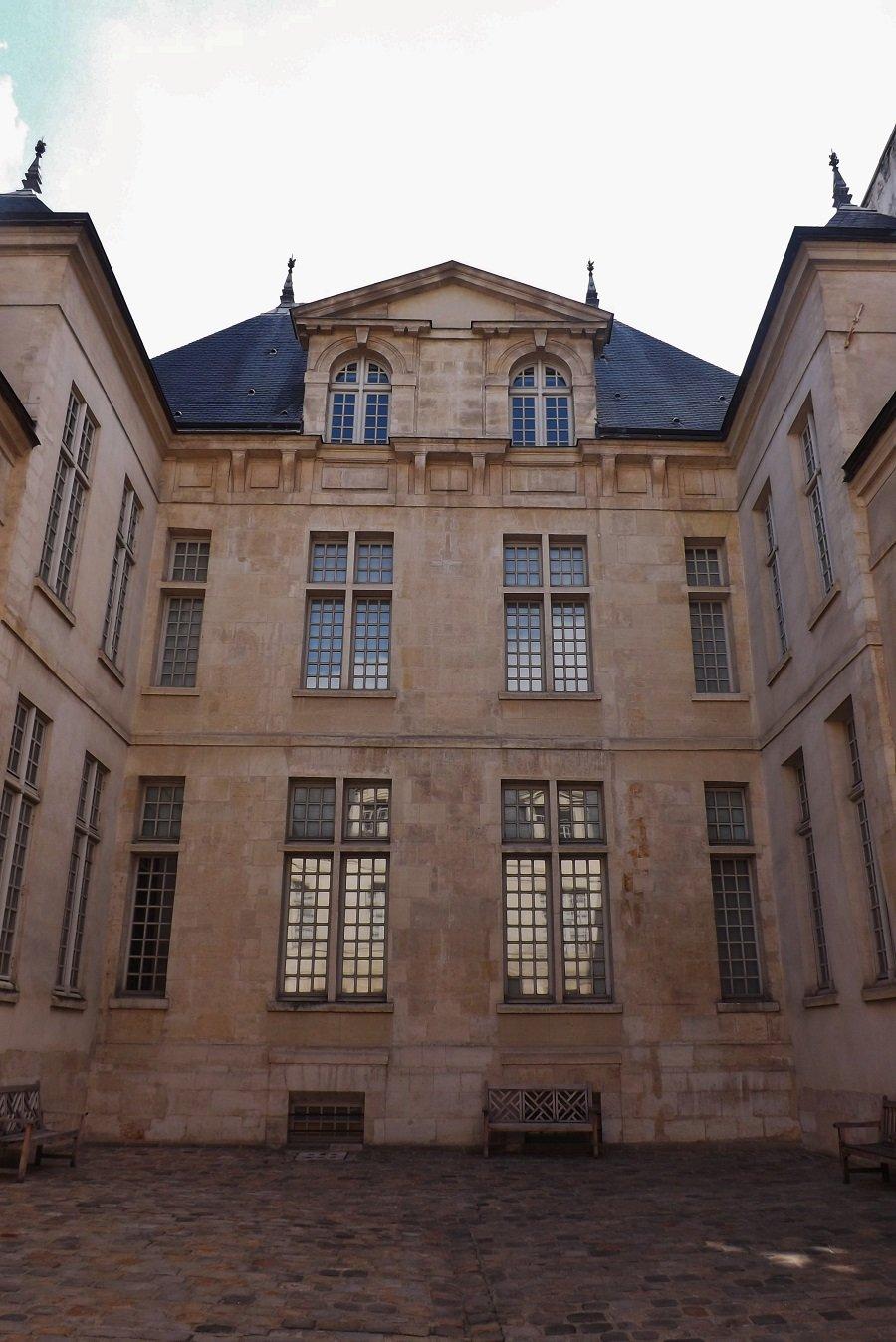 musée cognacq jay cour hotel donon